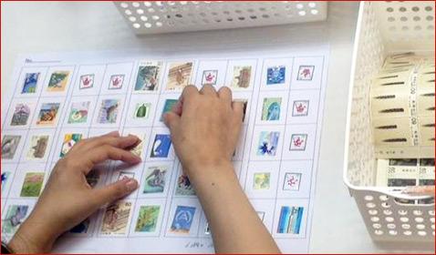 お客様が切手を台紙に貼る手間も全てチケットレンジャーが承ります